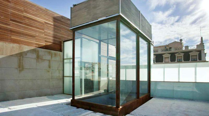 Der erste Schindler Solaraufzug wurde in einem fünfstöckigen Gebäude im Stadtviertel Barrio Garcia in Barcelona installiert