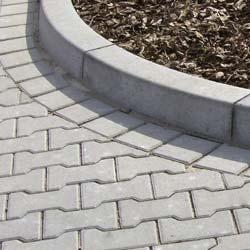 F.C. Nüdling entwickelt widerstandsfähige Bordsteine aus Beton zur Vorbeugung vor Frost- und Tausalzschäden