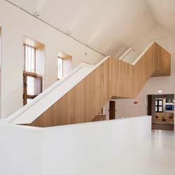 Treppe aus American White Oak im Renaissance Hof van Busleyden