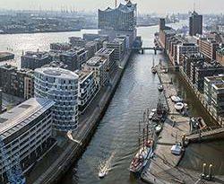 Architektur aus der Vogelperspektive: Hamburgs HafenCity in 360°-Animation