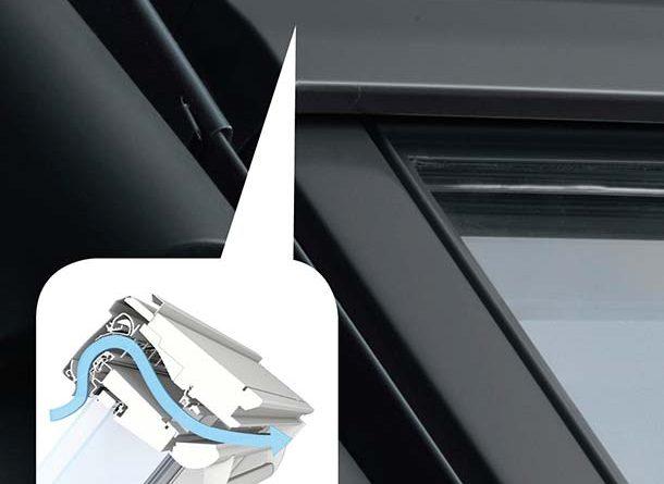 Velux Balanced Ventilation wurde in Zusammenarbeit mit dem Lüftungsspezialisten Renson entwickelt und ist ein selbstregulierendes Lüftungselement, welches keinen Storm für den Betrieb benötigt. Foto: Velux Deutschland GmbH