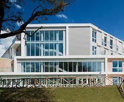 Glasfassade mit hochselektivem Sonnenschutzglas - Isolierglas Silverstar Superselekt von Glas Trösch