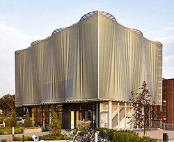 Textile Vorhangfassade der Musikschule Erftstadt