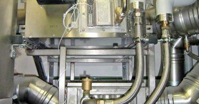So kann eine effizient arbeitende Anlage mit Abgaswärmetauscher (oben) und Schwadenkondensator (unten) in einer Bäckerei aussehen. Bild: Joseph Raab GmbH & Cie. KG, Neuwied