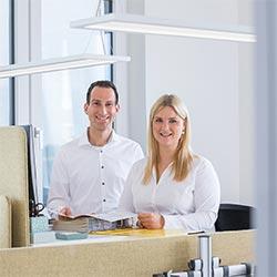 Ronja Räckers, Marketing (B.A.)  und Produktmanager Christian Behr (B.Eng.)