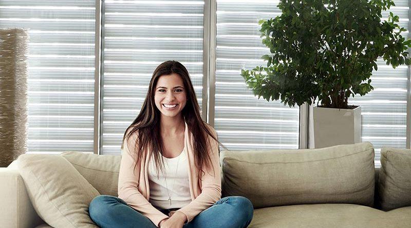 Vor Hitze geschützt und trotzdem hell und luftig – Alurollläden mit speziellen Lichtschienen machen`s möglich.