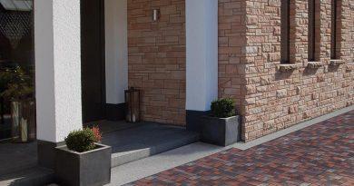 Pflasterklinker bieten mit ihren Farben, Formaten und Mustern vielfältige Gestaltungsmöglichkeiten für hochwertige Bodenbefestigungen im Außenbereich. Foto: Arbeitsgemeinschaft Pflasterklinker e.V.