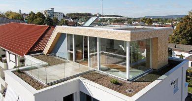 Flächenebener Ausgang auf die Terrasse gelingt gut mit Vakuumdämmung. Foto: puren