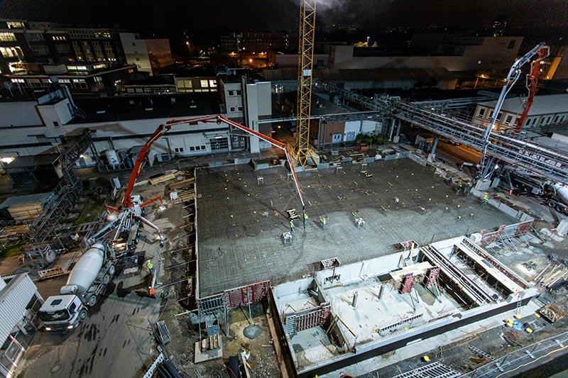 Einbau des Betons mit zwei leistungsstarken Pumpen. Foto: InfraServ Wiesbaden