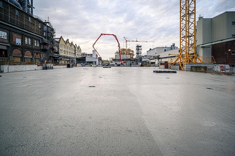 Für die 1.400 m² große Bodenplatte wurden knapp 2.000 m³ Beton verbaut. Foto: Dyckerhoff / Christoph Mertens