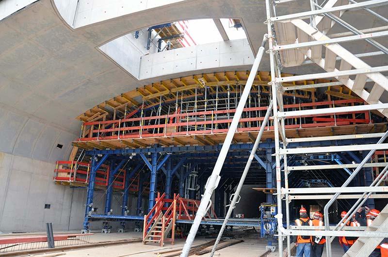 Bau des Gewölbefirsts der S-Bahn-Station mit mobiler Schalkonstruktion. Foto: Deutsche Bahn AG