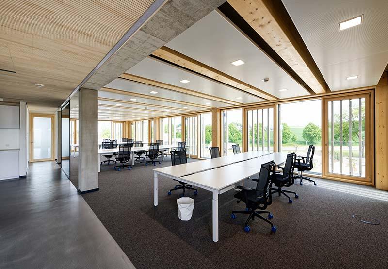 Ausschlaggebend für die positive Bewertung der DGNB war unter anderem die Holz-Hybridbauweise. Diese wirkt sich positiv auf die Ökobilanz des Gebäudes aus. Foto: Brüninghoff