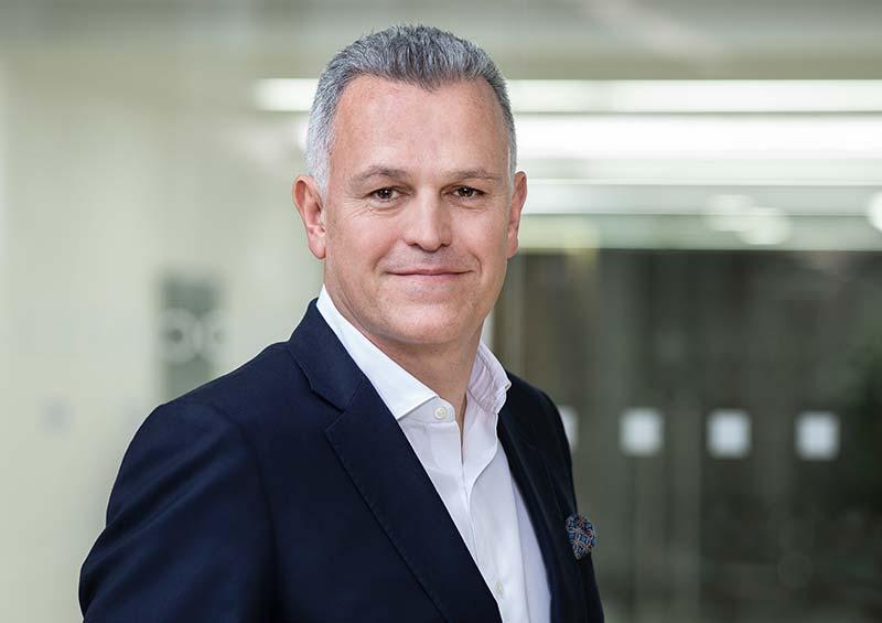 """""""Wir freuen uns sehr, dass die Asset-Management Lösung von RAMM nun Teil unseres Lösungsportfolios ist und dies uns bei dem Ziel unseren Kunden eine einheitliche Plattform für das Planen, Bauen und Betreiben von Projekten wesentlich voranbringt. Durch das 40-köpfige RAMM-Team gewinnen wir als Gruppe nochmals weiteres langjähriges Branchen- und Plattformwissen hinzu,"""" erklärt Gareth Burton, CEO thinkproject. Foto: Richard Boll Photography"""