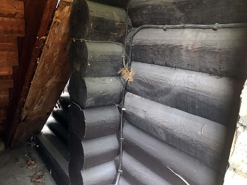 Zugiges Dachgeschoss: Durch die Dämmmaßnahme konnte der Wärmedurchgangskoeffizient (U-Wert) von 1,10 W/(m² K) K auf 0,36 W/( m² K) gesenkt werden. Bild: UdiDämmsysteme