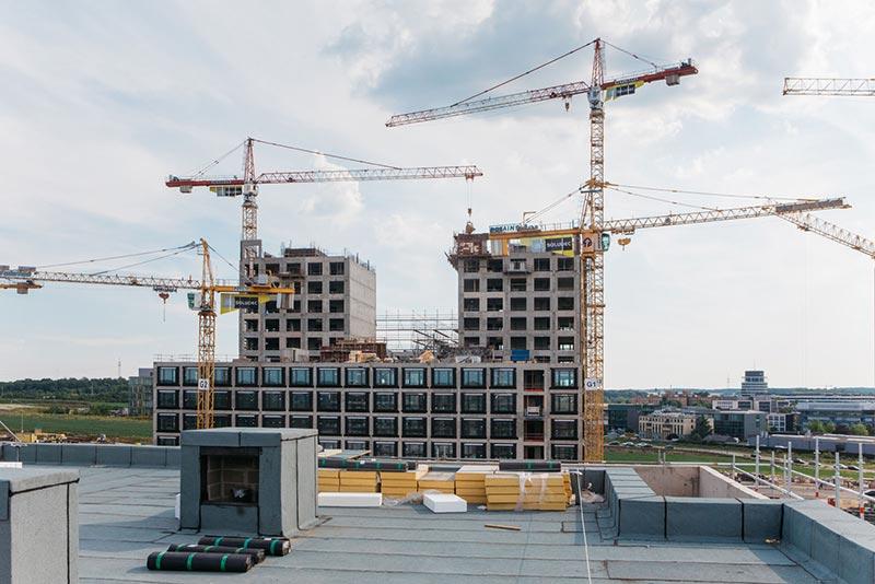 """Bis 2020 wurde der Großteil des neuen Luxemburger Stadtviertels errichtet. Zehnder übernahm als kompetenter Partner die Komfortlüftung von gut 1.100 Wohnungen im """"Ban de Gasperich"""" und garantiert den Bewohnern damit ein zu jeder Zeit zugluftfreies und gesundes Raumklima in den eigenen vier Wänden. Bildquelle: Zehnder Group Deutschland GmbH, Lahr"""