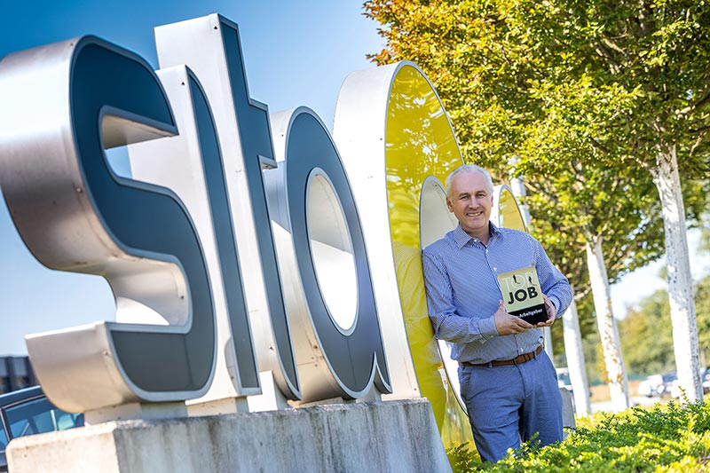 Sita 2020 zum zweiten Mal mit dem Top Job Siegel geehrt: Personalleiter Christian Müller mit der Auszeichnung.