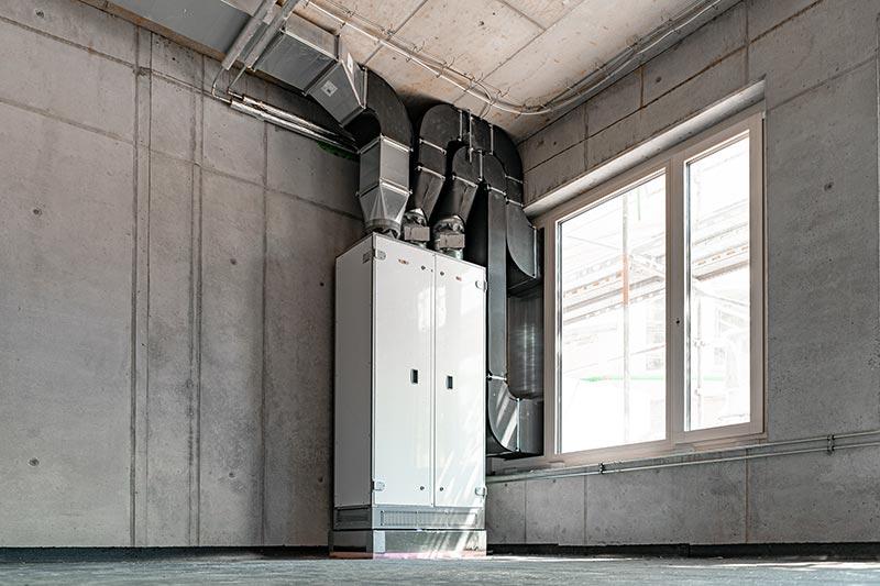 Ein Frischluftkonzept aus modernen raumlufttechnischen Geräten sorgt dafür, dass in den Schulräumen durchschnittlich alle 17 Minuten ein kompletter Luftwechsel erfolgt.