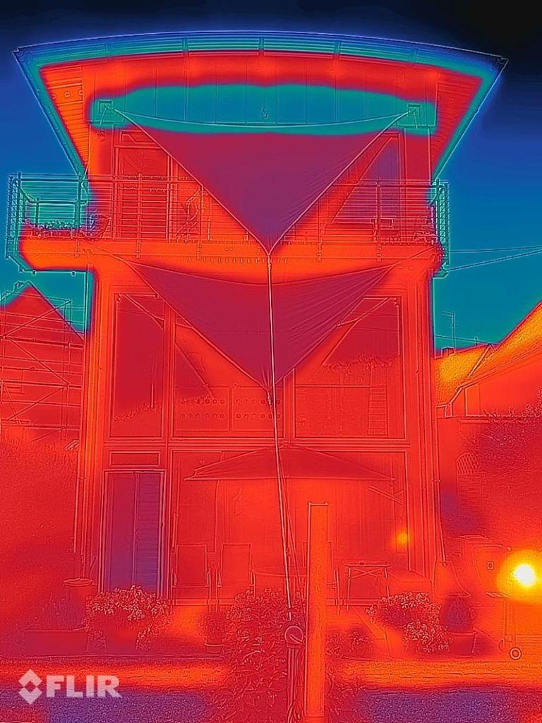 Fassadenaufnahme mit der Wärmebildkamera des S62 PRO. Foto: R. Mauer