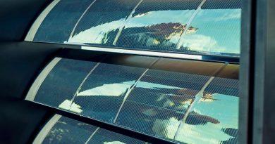 Die Photovoltaikzellen von Saule Technologies basieren auf Perowskit: Dieses Mineral ermöglicht den Aufbau flexibler, ultradünner und transparenter Zellen, die auf unterschiedliche Substratoberflächen, einschließlich Folien oder Textilien, gedruckt werden.