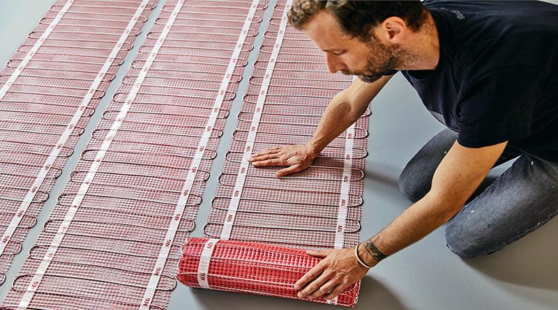 Der AEG THERMO BODEN zeigt seine Vorteile bei der einfachen und schnellen Verlegung. Dank der flexiblen Heizmatten können sehr viele Flächengeometrien gebildet werden. Foto: AEG Haustechnik