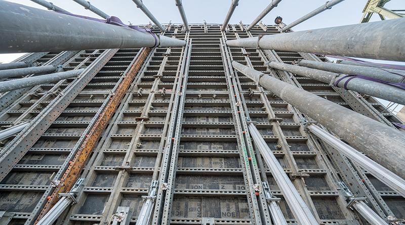 Für den Bau der Radbrücke bei Cuijk vertrauten die Verantwortlichen auf die Wandschalung NOEtop. Sie hat ihre Vorteile bereits bei zahlreichen anderen Einsätzen bewiesen. Foto: NOE-Schaltechnik