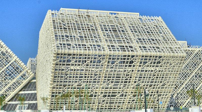 Manateq-Hauptquartier in Doha/Katar - mit einer einzigartigen Fassend aus UHPC-Beschattungselementen. Bildquelle: durcrete GmbH
